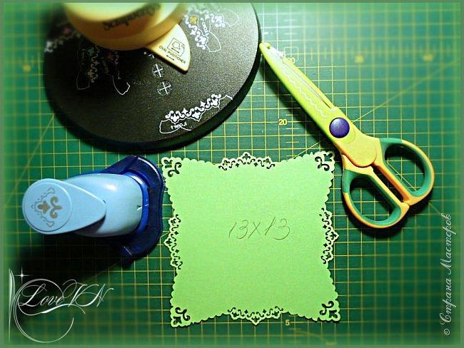 Добрый вечер!!!! Сегодня я вам покажу, как можно вместе с детьми быстро сотворить простую ёлочку (игрушки для неё вы сами придумаете по своему усмотрению и по желанию детишек). Игрушки подвешиваются на ниточки, продетые в отверстия бумажных кружев на веточках, а макушка одевается вверху на проволоку.  Эта ёлочка чем хороша, что её после Нового года можно просто разобрать и убрать до следующего праздника. фото 5