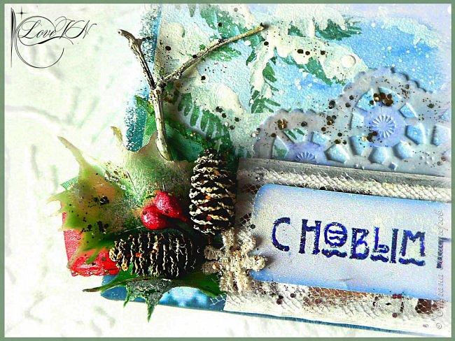 Здравствуйте, жители Страны Мастеров! Сегодня хочется с вами поделиться идеями, как упаковать и украсить новогодние подарочки.  В первом варианте я упаковывала коробку конфет. Обернула коробочку бумагой, сверху наклеила рисунок:  фото 6