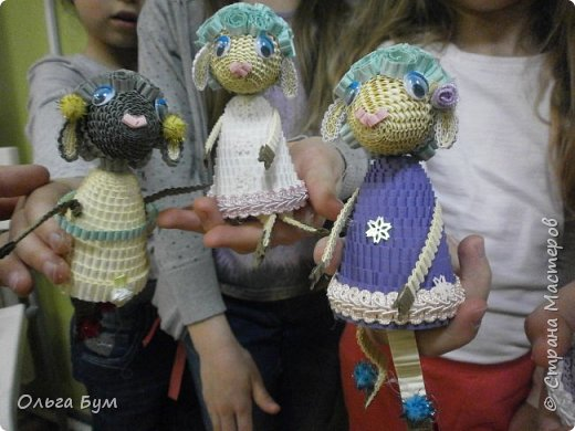 """Вот таких овечек мы сделали к Новому Году! Ножки привязаны на ленточку внутри и качаются, так что овечки """"умеют танцевать"""". фото 1"""
