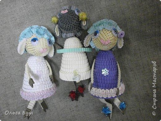 """Вот таких овечек мы сделали к Новому Году! Ножки привязаны на ленточку внутри и качаются, так что овечки """"умеют танцевать"""". фото 2"""