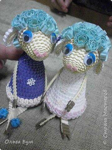 """Вот таких овечек мы сделали к Новому Году! Ножки привязаны на ленточку внутри и качаются, так что овечки """"умеют танцевать"""". фото 9"""