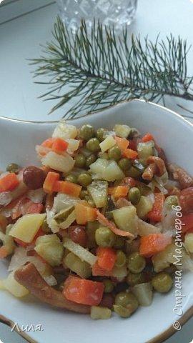 """Девочки, хочу поделиться с вами рецептом вкусного и несложного салата. Он, правда, очень вкусный и легкий, поскольку в нем нет майонеза и копченостей. Все ингредиенты на """"глазок"""", как говорится. Картофель и морковка отварные соленый огурец маринованные грибы квашеная капуста зеленый горошек зелень подсолнечное масло. Всё крошим,режем, рубим. Перемешиваем. Заправляем маслом и угощаемся! Грибы у меня покупные, лучше свои, конечно. Название сама придумала, а вот рецепт нашла в кулинарной книжке старой-старой.  В общем ничего сложного, это ВИНЕГРЕТ такой, только вместо свёклы грибы!!!"""