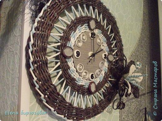 """""""Подсела"""" я  на часы.  Стараюсь разнообразить, а как это получилось - со стороны виднее. Морилка эбеновое дерево, белые трубочки - кассовая лента, голубые - бумага для принтера. фото 2"""