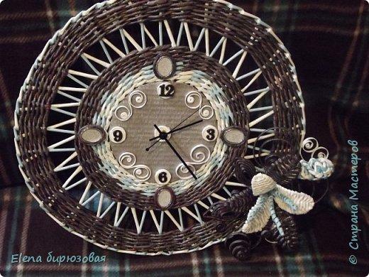 """""""Подсела"""" я  на часы.  Стараюсь разнообразить, а как это получилось - со стороны виднее. Морилка эбеновое дерево, белые трубочки - кассовая лента, голубые - бумага для принтера. фото 1"""