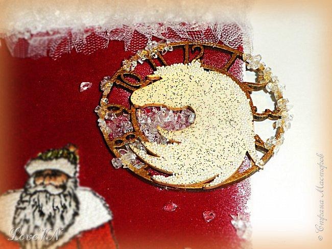 """Добрый день, дорогие мои!!!! Да, уж! Время летит, за хвост не поймаешь! Неужели скоро и Новый год? Пора что-то делать для украшения этого любимого праздника! ;-) Вот и появился у меня по такому случаю сапожок! Стрелочек в моих запасах не оказалось, пришлось приклеить к циферблату силуэт коня, вспомнив весёлую песенку из фильма """"Чародеи""""  - """"Три белых коня"""".  фото 15"""