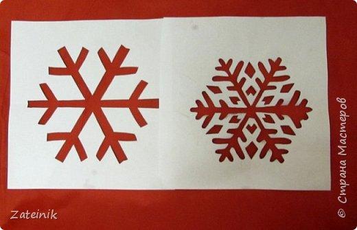 Сапожок для подарков сшила за несколько минут, немного  схитрила, пришив готовую ленту с рисунком. Зато трафарет снежинки делала сама.  фото 2