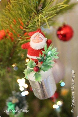 Здравствуйте !!!!! С НОВЫМ ГОДОМ всех жителей Страны!!!!!С Новым счастьем!!!! С Новыми надеждами, с Новыми  успехами!!!!  С Новым 2015 Годом!!!! Сегодня я к Вам со всем с  не новогодней  бутылочкой.....но сделанной специально для  Нового Года!!!!  Просьба   поступила   от моей дочери, знаете, такая робкая просьба,  - мама , а ты можешь  оформить бутылку шампанского в морском стиле  для пиратской новогодней вечеринки?.... Это был вечер   29  декабря!!!!! Представляете......29 !!!!!! Оставалось две ночи и один вечер, день (30 декабря) не в счет, так как я работала ......     Я сказала – попробую.... , а что получилось  вам решать ... Фотографировала в авральном режиме,  что-то успела, что-то нет......и тем более по ночам ....  фото 58