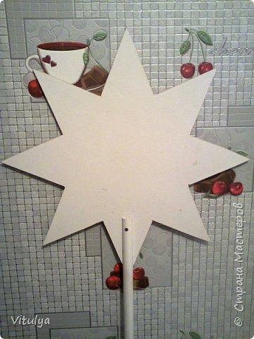 Дочурка занимается народным вокалом, а её фольклорный ансамбль будет выступать с колядками и встала задача: сделать рождественскую (Вифлиемскую) звезду для колядования. Сроки - сжатые, материал - подручный, энтузиазм - хоть отбавляй. Спасибо за вдохновление: http://www.youcandoit.com.ua/svoimi-rukami-2/rozhdestvenskaya-zvezda-svoimi-rukami.html фото 5