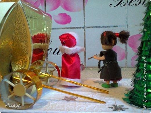 """Работа на городской конкурс """"Зимняя сказка"""". Все началось с коробочки из-под конфет. Не поднялась рука выбросить, уж очень она походила на золотую карету Золушки, но мы инсценировали другую сказку.... фото 4"""