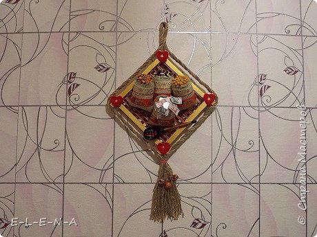 Этот оберег подарен на Новый Год. Пусть он принесет своим хозяевам богатство и достаток в дом!