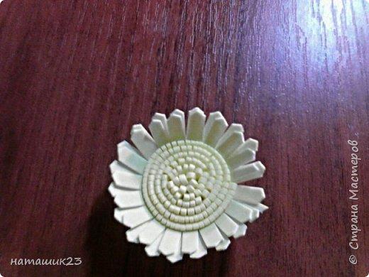 За основу этого цветочка я брала мк герберы Натальи Вознюк http://stranamasterov.ru/user/183288, но в своей ромашке я поменяла серединку и размеры. фото 19