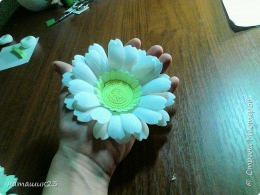 За основу этого цветочка я брала мк герберы Натальи Вознюк http://stranamasterov.ru/user/183288, но в своей ромашке я поменяла серединку и размеры. фото 24