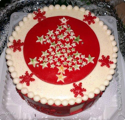 """Всем доброго времени суток. Хочу поделиться с вами своими декабрьскими тортиками. Это, так сказать, вторая половина декабря, точнее последние три дня)))  Итак тортик """"Хом- кредит"""", вес 2,8 кг. Выполнен в корпоративных цветах. Внутри шоколадные бисквиты, сливочный крем """"крем-брюле"""", прослойка из апельсинового джема с цедрой и кусочками апельсина, коньячная пропитка. фото 4"""