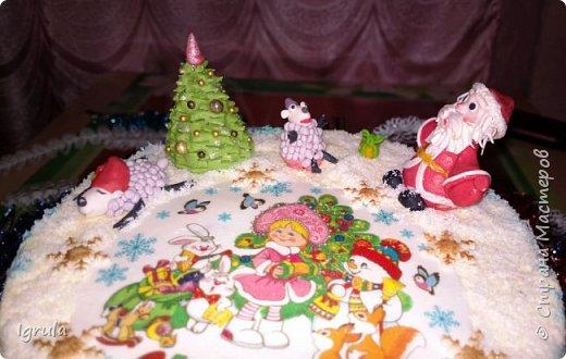 """Всем доброго времени суток. Хочу поделиться с вами своими декабрьскими тортиками. Это, так сказать, вторая половина декабря, точнее последние три дня)))  Итак тортик """"Хом- кредит"""", вес 2,8 кг. Выполнен в корпоративных цветах. Внутри шоколадные бисквиты, сливочный крем """"крем-брюле"""", прослойка из апельсинового джема с цедрой и кусочками апельсина, коньячная пропитка. фото 10"""