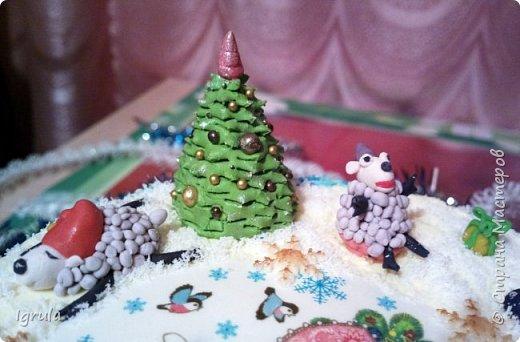 """Всем доброго времени суток. Хочу поделиться с вами своими декабрьскими тортиками. Это, так сказать, вторая половина декабря, точнее последние три дня)))  Итак тортик """"Хом- кредит"""", вес 2,8 кг. Выполнен в корпоративных цветах. Внутри шоколадные бисквиты, сливочный крем """"крем-брюле"""", прослойка из апельсинового джема с цедрой и кусочками апельсина, коньячная пропитка. фото 12"""