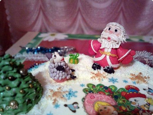 """Всем доброго времени суток. Хочу поделиться с вами своими декабрьскими тортиками. Это, так сказать, вторая половина декабря, точнее последние три дня)))  Итак тортик """"Хом- кредит"""", вес 2,8 кг. Выполнен в корпоративных цветах. Внутри шоколадные бисквиты, сливочный крем """"крем-брюле"""", прослойка из апельсинового джема с цедрой и кусочками апельсина, коньячная пропитка. фото 11"""