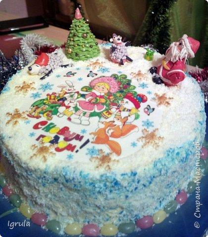 """Всем доброго времени суток. Хочу поделиться с вами своими декабрьскими тортиками. Это, так сказать, вторая половина декабря, точнее последние три дня)))  Итак тортик """"Хом- кредит"""", вес 2,8 кг. Выполнен в корпоративных цветах. Внутри шоколадные бисквиты, сливочный крем """"крем-брюле"""", прослойка из апельсинового джема с цедрой и кусочками апельсина, коньячная пропитка. фото 8"""
