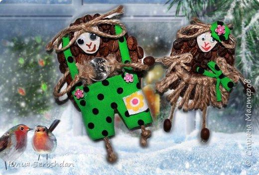 Привет всем!!! Таких овечек в стране конечно много, но и свои хочется на Ваш суд вынести... Делала в подарок своим близким магниты на холодильник. Все остались довольны. Каждая овечка уже у своего хозяина украшает холодильник.   Вырезала картон, обклеили кофе, а дальше кто на что горазд...