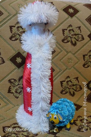 Здравствуйте, дорогие мастерицы и мастера!!! Это мой первый опыт в этом виде рукоделия, но очень хотелось сделать красоту для новогоднего стола. Что получилось-судить вам.Борода просто не уместилась, получалось нагромождение, поэтому у меня молоденький Дед Мороз! фото 1