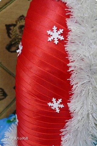 Здравствуйте, дорогие мастерицы и мастера!!! Это мой первый опыт в этом виде рукоделия, но очень хотелось сделать красоту для новогоднего стола. Что получилось-судить вам.Борода просто не уместилась, получалось нагромождение, поэтому у меня молоденький Дед Мороз! фото 4