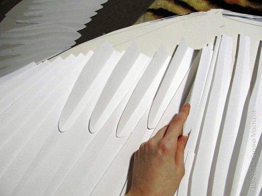О том, как сделать крылья из бумаги... В последнее время актуальной темой для фотосъемок стали крылья. Нашла в интернете замечательные идеи с крыльями из сухих цветов и кленовых листьев. Ну, а нам хотелось самые обычные белые крылья ангела... Если располагают финансы, то можно закупить большие гусиные перья. Фотограф: Дарья Сивачук фото 9
