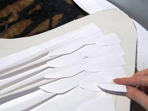 О том, как сделать крылья из бумаги...  В последнее время актуальной темой для фотосъемок стали крылья. Нашла в интернете замечательные идеи с крыльями из сухих цветов и кленовых листьев. Ну, а нам хотелось самые обычные белые крылья ангела...  Если располагают финансы, то можно закупить большие гусиные перья.  Фотограф: Дарья Сивачук фото 12