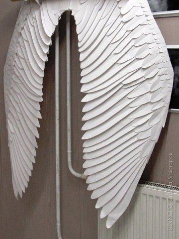О том, как сделать крылья из бумаги... В последнее время актуальной темой для фотосъемок стали крылья. Нашла в интернете замечательные идеи с крыльями из сухих цветов и кленовых листьев. Ну, а нам хотелось самые обычные белые крылья ангела... Если располагают финансы, то можно закупить большие гусиные перья. Фотограф: Дарья Сивачук фото 13