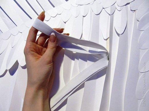 О том, как сделать крылья из бумаги... В последнее время актуальной темой для фотосъемок стали крылья. Нашла в интернете замечательные идеи с крыльями из сухих цветов и кленовых листьев. Ну, а нам хотелось самые обычные белые крылья ангела... Если располагают финансы, то можно закупить большие гусиные перья. Фотограф: Дарья Сивачук фото 14
