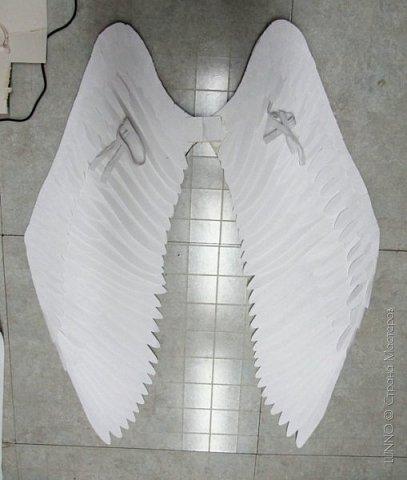 О том, как сделать крылья из бумаги...  В последнее время актуальной темой для фотосъемок стали крылья. Нашла в интернете замечательные идеи с крыльями из сухих цветов и кленовых листьев. Ну, а нам хотелось самые обычные белые крылья ангела...  Если располагают финансы, то можно закупить большие гусиные перья.  Фотограф: Дарья Сивачук фото 15