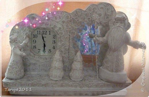 Вот такие часы выполнили на кружке. Пеноплекс толщиной 3 см. Для того, чтобы вставить часы и зеркало вырезали насквозь форму, срезали толщину зеркала и углубление для механизма часов. Затем вклеили горячим клеем.