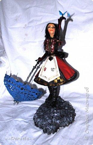 """Приветствую всех и каждого, кто решил ко мне заглянуть!  Один раз уже делала Алису из игры """"Алиса: Безумие Возвращается"""", но в другом платье. На смену """"Паровому стилю"""" пришел """"Королевский костюм"""".  фото 1"""