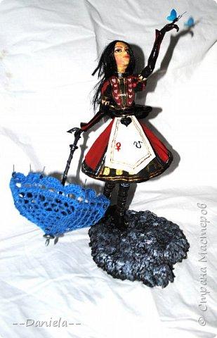 """Приветствую всех и каждого, кто решил ко мне заглянуть!  Один раз уже делала Алису из игры """"Алиса: Безумие Возвращается"""", но в другом платье. На смену """"Паровому стилю"""" пришел """"Королевский костюм"""".  фото 15"""