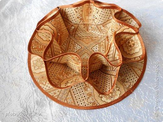 Это ваза – салфетка. Она предназначается для Пасхи. В центр можно положить Пасху, а в карманы пасхальные яйца. Так же может служить как ваза для конфет и фруктов, как салфетка и как подставка под горячее.   фото 16