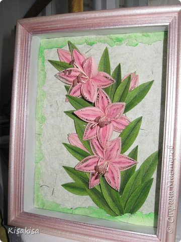 размер работы 18*25 см. полосы шириной 3мм. листья самодельные, покрашенные акварелью и тонированные пастелью. бумага для фона ручной  работы. с настоящей зеленой травкой. рамка углублена на 4 см. покрашена акриловой краской с перламутром. фото 2