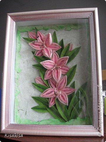 размер работы 18*25 см. полосы шириной 3мм. листья самодельные, покрашенные акварелью и тонированные пастелью. бумага для фона ручной  работы. с настоящей зеленой травкой. рамка углублена на 4 см. покрашена акриловой краской с перламутром. фото 1