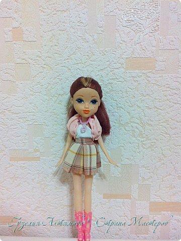 Привет всем  У моих кукол появились обновки , и я спешу с вами поделится : ) 1 это платье для Кати , впереди оно укорочено ,  а сзади по длинней  , завязанно поясочком .  фото 2