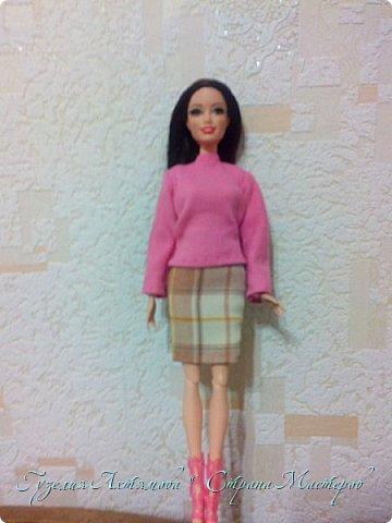 Привет всем  У моих кукол появились обновки , и я спешу с вами поделится : ) 1 это платье для Кати , впереди оно укорочено ,  а сзади по длинней  , завязанно поясочком .  фото 5