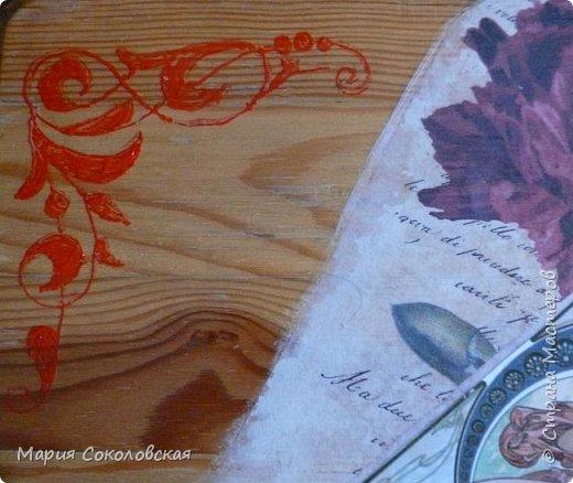 """Столик """"Я Вам пишу..."""" - обычный старенький столик под телевизор. По просьбе  - освежила его. Идея - старые письма, открытки и работы великого художника Альфонса Мухи. Техника: грунтовка, декупаж, роспись по дереву (без трафаретов, от руки), лак. фото 4"""