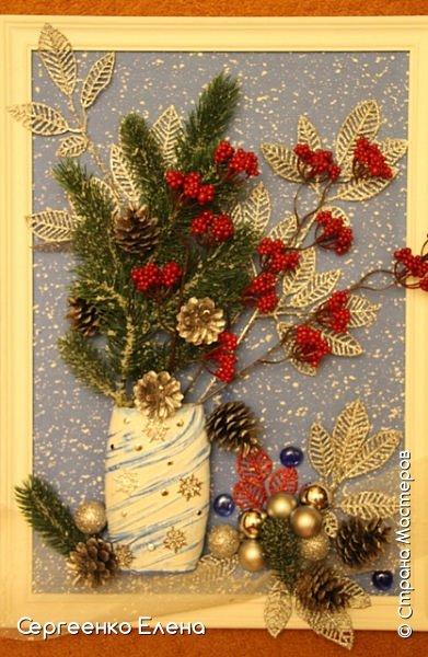 Сияют в небе звёзды, ярко светит месяц. На улице небольшого городка Дед Мороз украшает ёлку. Последняя игрушка - звезда с неба на макушку! Как тяжело её достать  и повесить на самую верхнюю ветку!!! Но помощь не заставляет себя ждать: овечка, символ наступившего нового года, спешит помочь Деду Морозу украсить замечательную ёлку!  Вот такую картину сделала на конкурс в детский сад и не только туда. Фигурки из солёного теста. фото 12