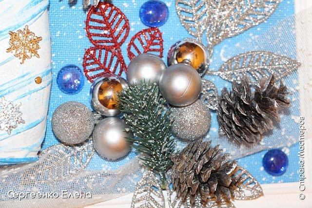Сияют в небе звёзды, ярко светит месяц. На улице небольшого городка Дед Мороз украшает ёлку. Последняя игрушка - звезда с неба на макушку! Как тяжело её достать  и повесить на самую верхнюю ветку!!! Но помощь не заставляет себя ждать: овечка, символ наступившего нового года, спешит помочь Деду Морозу украсить замечательную ёлку!  Вот такую картину сделала на конкурс в детский сад и не только туда. Фигурки из солёного теста. фото 13