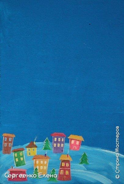 Сияют в небе звёзды, ярко светит месяц. На улице небольшого городка Дед Мороз украшает ёлку. Последняя игрушка - звезда с неба на макушку! Как тяжело её достать  и повесить на самую верхнюю ветку!!! Но помощь не заставляет себя ждать: овечка, символ наступившего нового года, спешит помочь Деду Морозу украсить замечательную ёлку!  Вот такую картину сделала на конкурс в детский сад и не только туда. Фигурки из солёного теста. фото 8