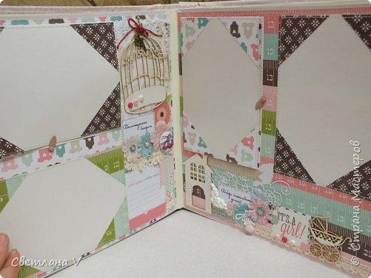 Альбом для маленькой принцессы размером 25*25, обложка обтянута хлопком, украшена кружевом, чипбордом в виде замка, топсом с бантом и пуговкой. Завязывается на ленту: фото 10