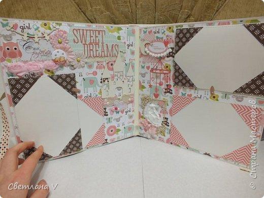Альбом для маленькой принцессы размером 25*25, обложка обтянута хлопком, украшена кружевом, чипбордом в виде замка, топсом с бантом и пуговкой. Завязывается на ленту: фото 14