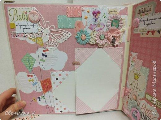 Альбом для маленькой принцессы размером 25*25, обложка обтянута хлопком, украшена кружевом, чипбордом в виде замка, топсом с бантом и пуговкой. Завязывается на ленту: фото 20