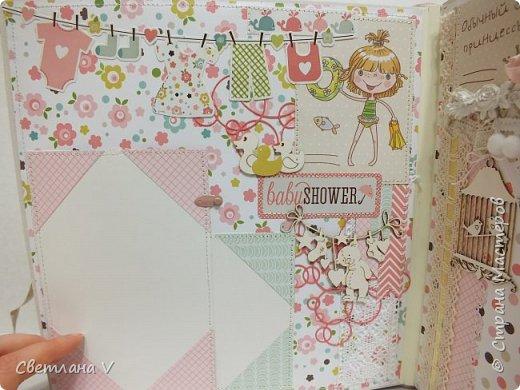 Альбом для маленькой принцессы размером 25*25, обложка обтянута хлопком, украшена кружевом, чипбордом в виде замка, топсом с бантом и пуговкой. Завязывается на ленту: фото 25