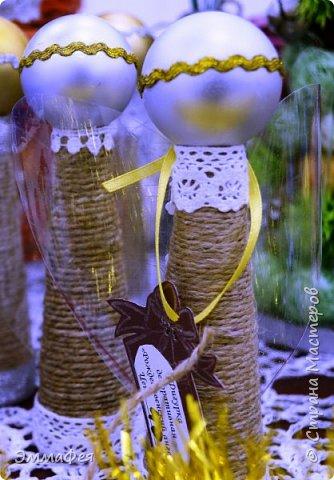 Пустые бобины от ниток, елочные шары, нитки и различная тесьма -высота ангела около 18 см получилась! фото 1