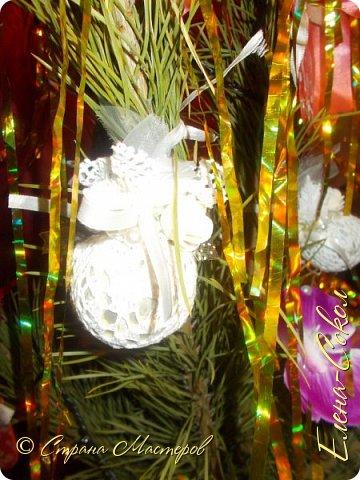 Добрый вечер Страна!Хочу всех поздравить с Новым годом!Я желаю всем ВАМ творческого вдохновения и желания творить!!!!!!!!!!!!!!!!!Сегодня выбрала минуты,что бы показать часть своих новогодних творений..Это игрушки,которые я решила сделать на елку себе домой.Что то меня на винтаж потянуло и вот украсила я свои старые шары в этом стиле... фото 4