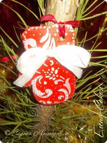 Добрый вечер Страна!Хочу всех поздравить с Новым годом!Я желаю всем ВАМ творческого вдохновения и желания творить!!!!!!!!!!!!!!!!!Сегодня выбрала минуты,что бы показать часть своих новогодних творений..Это игрушки,которые я решила сделать на елку себе домой.Что то меня на винтаж потянуло и вот украсила я свои старые шары в этом стиле... фото 5