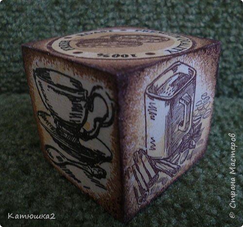 """Давно хотелось сделать что-то этакое....Малая  обожает играть с кубиками, и вот идея- декупаж кубика( конечно не я первая до этого додумалась- а жаль , но работу такую делала впервые). Ивот результат- два кубика. Размер кубиков небольшой, всего-то 5 на 5.Первый кубик """"Детки и цыплятки"""".  Давно у меня лежала рисовая карта с маленькими рисунками деток с цыпушками, вот она и пригодилась. Не  кидайтесь сильно тапками...  фото 8"""