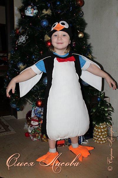 """Всем здравствуйте! Быстро пролетели новогодние каникулы и выкладываю, как и обещала, небольшой блог, посвященный новому году. Шила для своего сынули новогодний костюм """"пингвин"""". Похожие фото этой идеи подсмотрела в инете, но там почти нет описания.... Шила, как говорится, на глаз. Нарисовала от руки выкройку на ткани( делала по футболке сына), вырезала и сшила.....пол вечера и костюм готов. Не смотря на то, что шить не умею, костюм понравился и мне и всем мои родным и знакомым...главное - это то, что ни у кого такого точно нет, а примитивные зайцы, волки и петрушки уже поднадоели.... фото 2"""